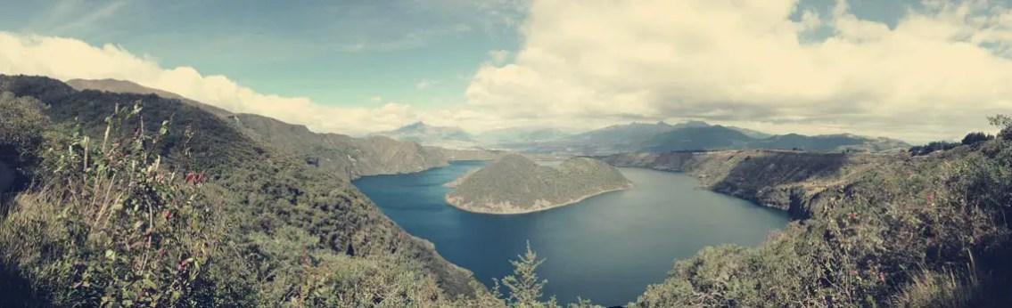Der Kratersee Cuicocha mit seinen zwei Vulkankegeln