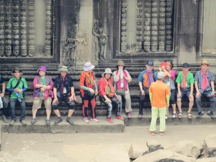 Farbenfrohe Chinesen in Hightech Klamotten