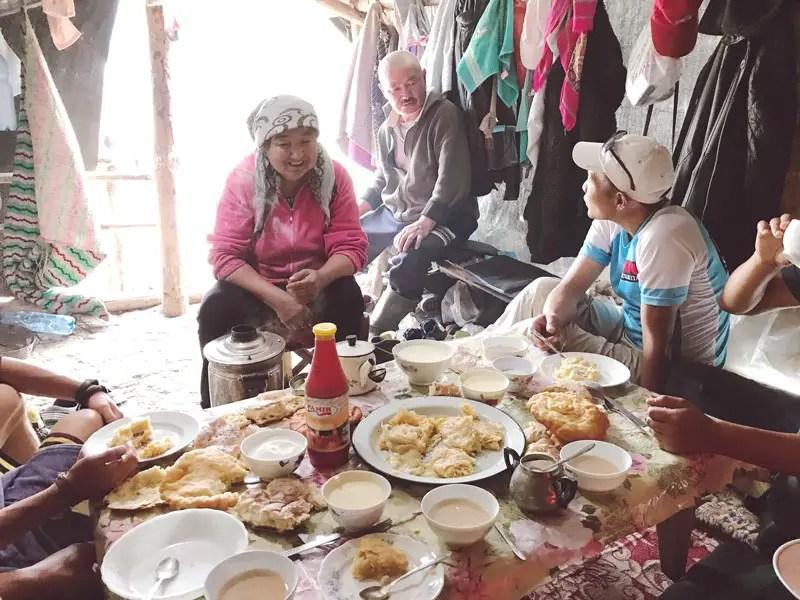 Fruehstueck bei Nomaden, Trekking in Kirgistan