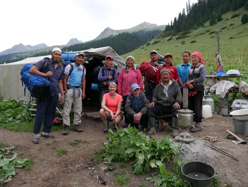 Nomaden Familie beim Trekking in Kirgistan
