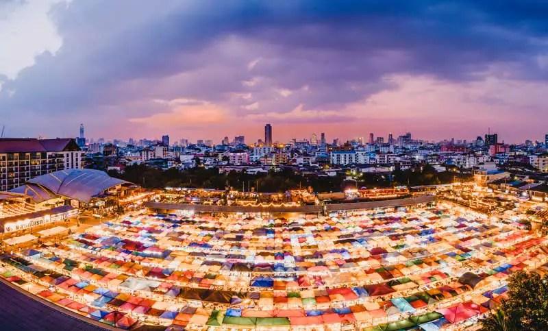Bangkok Sehenswürdigkeiten Rod Fai Market
