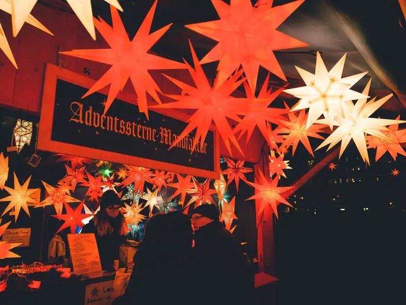Dresden Sehenswürdigkeiten im Winter Weihnachtsmarkt Neumarkt