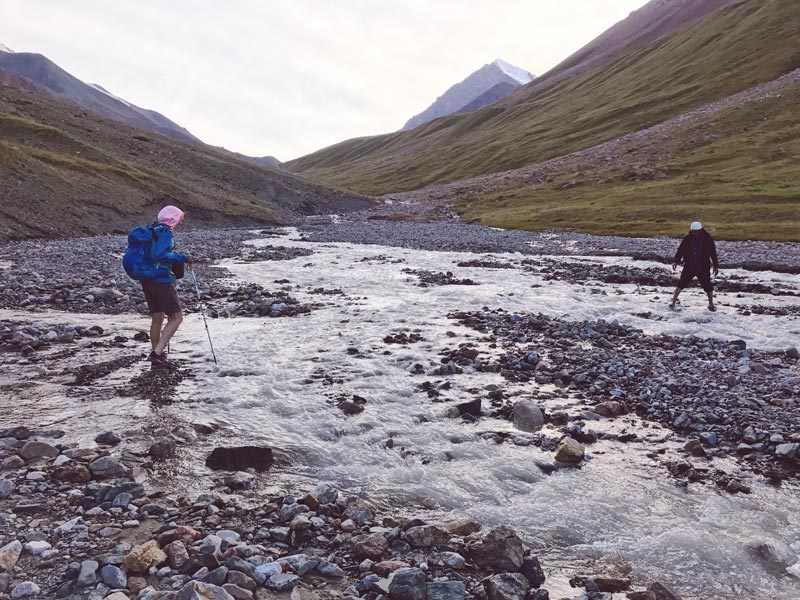Flussueberquerung kurz vor dem Camp, Kirgistan