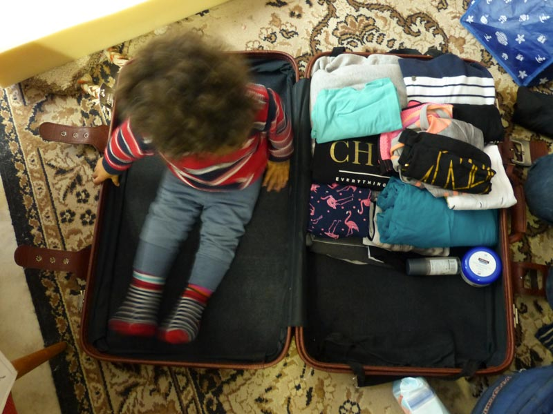 Weltentdeckerin Mai – Koffer oder Backpack