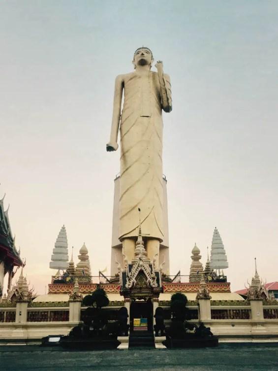 roi_et_standing_buddha_01