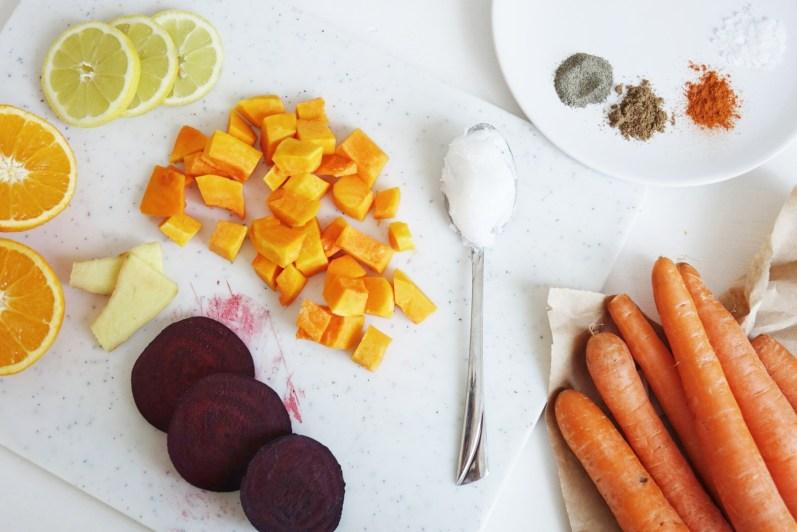 Zutaten für Suppe (gewürfelte Karotten)