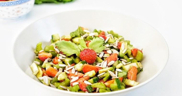 Summerbreeze Vol. 2: Sommerlicher Staudensellerie-Erdbeer Salat