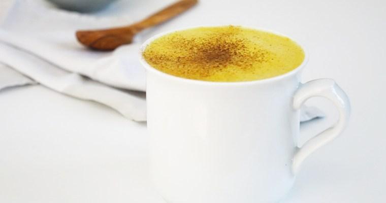 Herbstliche Pumpkin Spice Latte mit Kurkuma