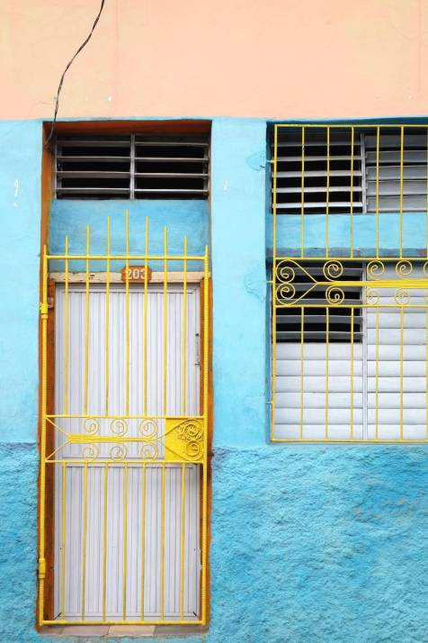 beautiful-colors-and-geometry-of-the-cuban-architecture-24-900x1350