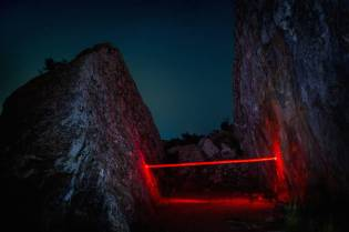 mysterious-red-lights-installations-in-spain-3-900x599