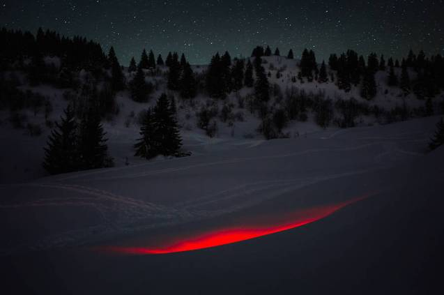 mysterious-red-lights-installations-in-spain-1-900x599