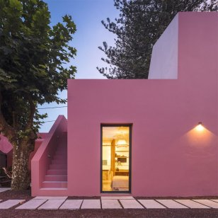 architecture-pink-house-04-768x768