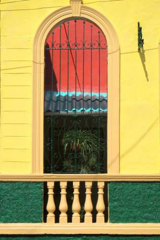 beautiful-colors-and-geometry-of-the-cuban-architecture-31-900x1350