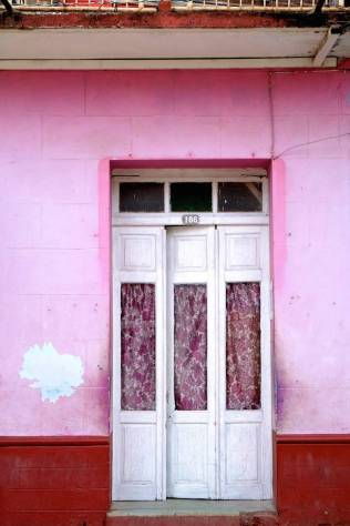 beautiful-colors-and-geometry-of-the-cuban-architecture-6-900x1350