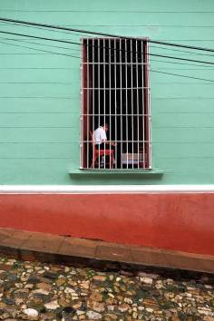 beautiful-colors-and-geometry-of-the-cuban-architecture-3-900x1350