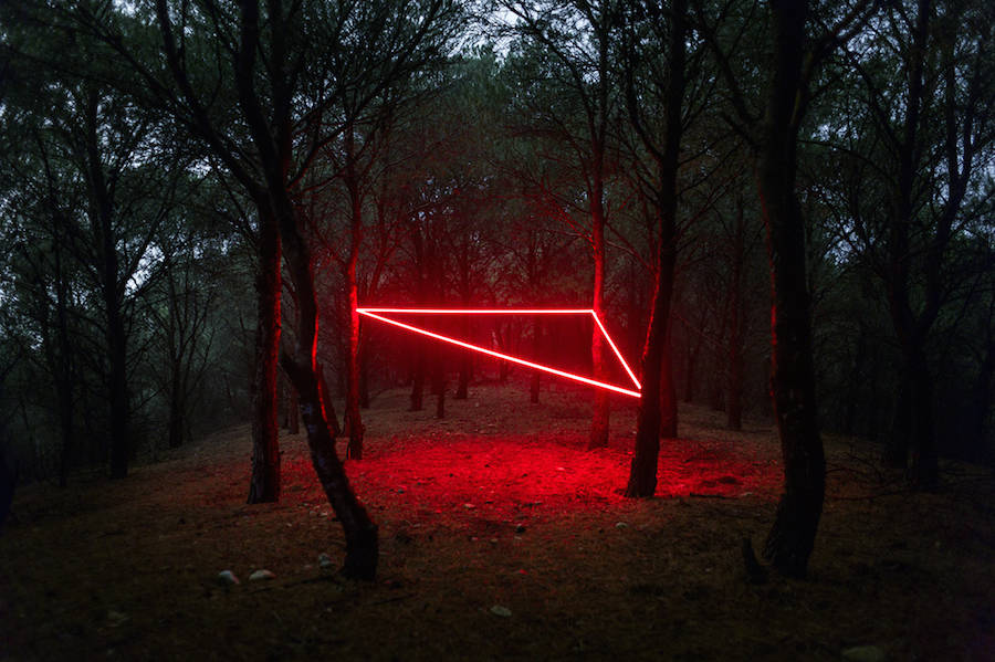 mysterious-red-lights-installations-in-spain-13-900x599