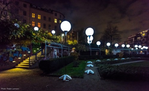 The-LICHTGRENZE-The-Border-of-Lights-installation-by-Christopher-Bauder-and-Marc-Bauder-Berlin-Germany-05-
