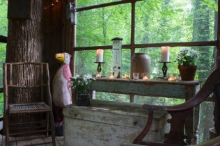 Secluded-Intown-Treehouse_6-640x426