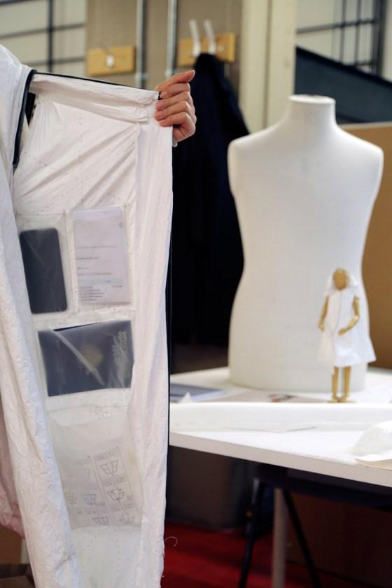wearable-habitation-project-refugees-humanitarian-design_dezeen_936_0