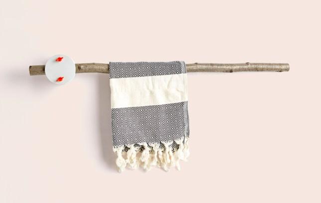 sovrappensiero_-furNATURE-_-towel-rack-1-1680x1063