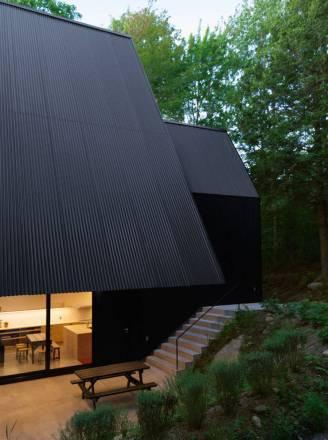 Contemporary-Triangular-Cabin-in-Canada5-900x1208