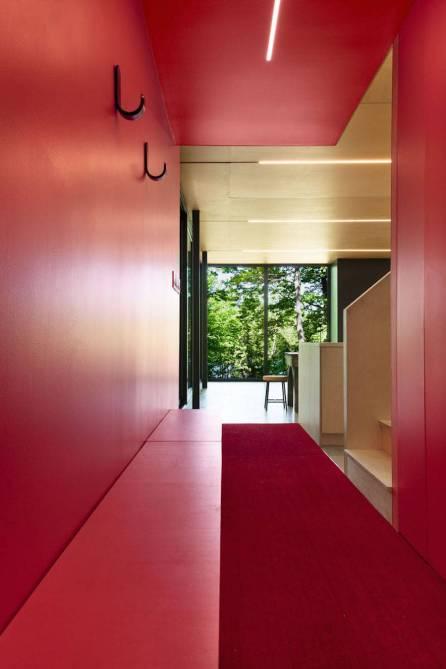 Contemporary-Triangular-Cabin-in-Canada9-900x1348