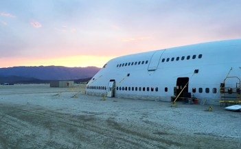 converted-boeing-747-burning-man-big-imagination-designboom-02