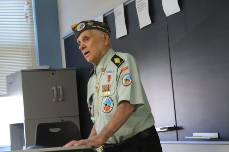 World War II Veteran Don Green tells students his stories while positioned at Battle of the Bulge. Photo by Riley Mullgardt