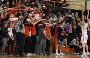 The Roberts Rowdies wave at an opponent. (Photo by Andy Kimball)