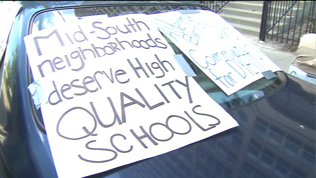 Parents, students rally to save Chicago's Dyett High School