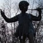 Statue_of_Peter_Pan,_Hyde_Park,_London_(10)_crop