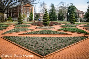 The Missouri Botanical Garden features a beautiful English-style manor garden.