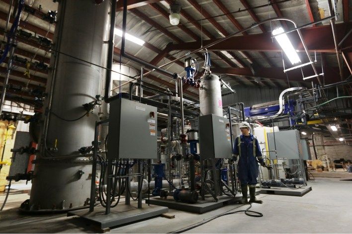 this machine in texas could suck up companies carbon emissions if they pay 2 - This machine in Texas could suck up companies' carbon emissions — if they pay