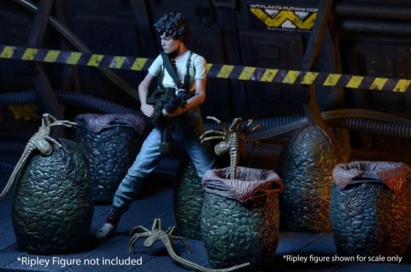 neca-aliens-eggs-collectible-carton-3