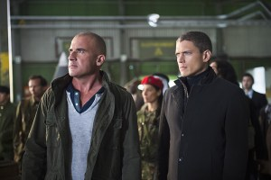 "DC's Legends of Tomorrow -- ""Pilot, Part 2"" -- Image LGN102_20150917_0219b.jpg -- Pictured (L-R): Dominic Purcell as Mick Rory/Heat Wave and Wentworth Miller as Leonard Snart/Captain Cold -- Photo: Diyah Perah/The CW -- © 2015 The CW Network, LLC. All Rights Reserved."