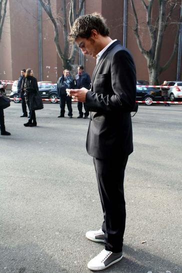 Suits-worn-with-trainers-for-men-5