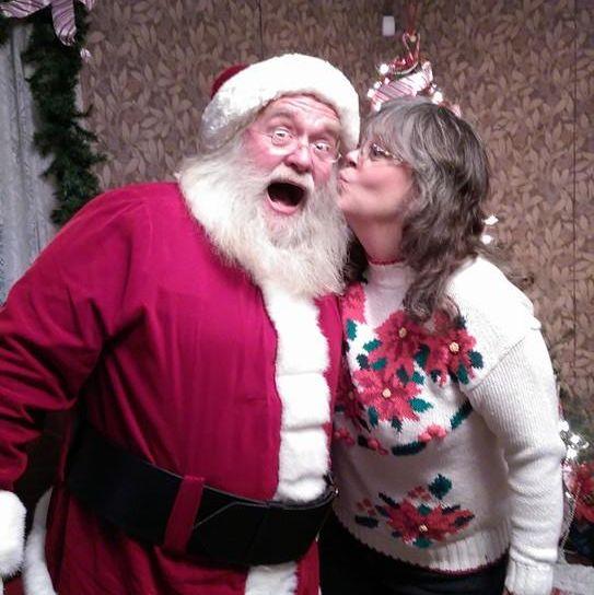 mommy kissing santa - marie honrud sq