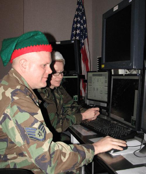 norad volunteers tracking santa's progress