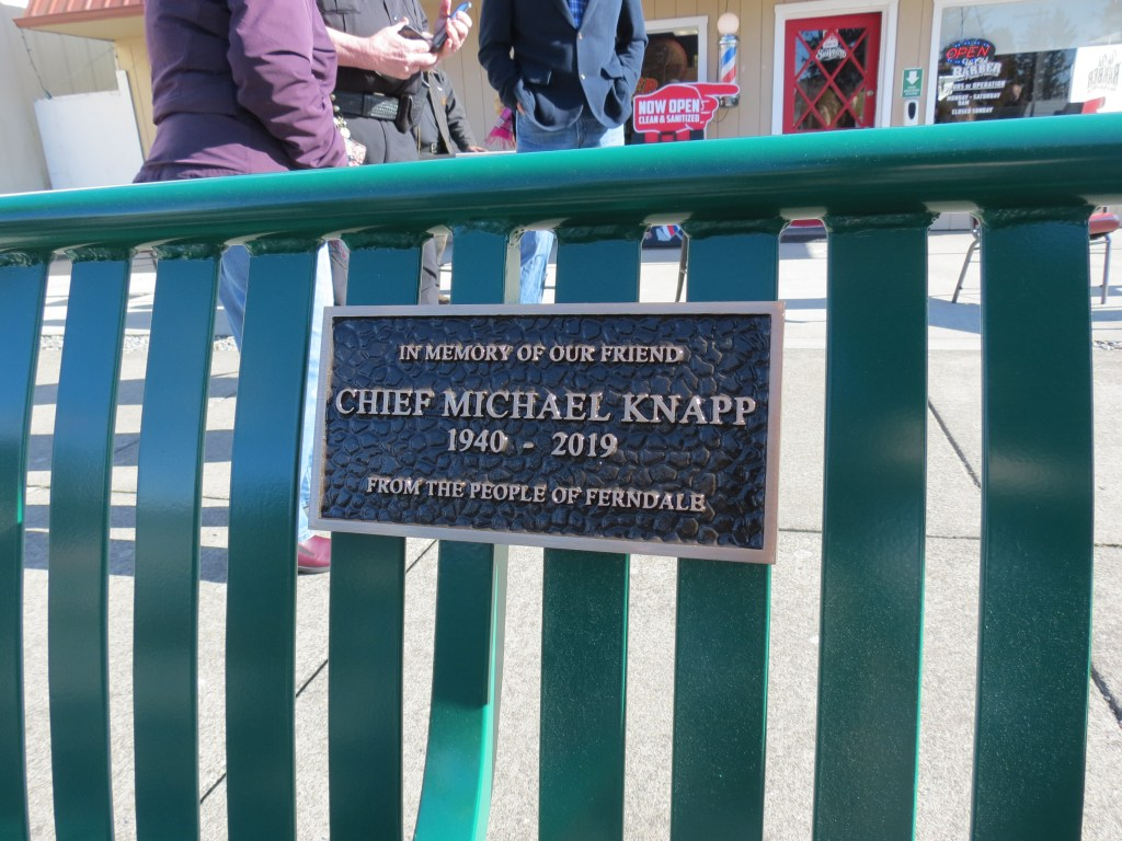 Plaque installed on bench dedicated to the memory of former Ferndale Chief of Police Michael Knapp (February 26, 2021). Photo: My Ferndale News