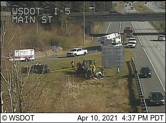 Scene of a rollover crash at the northbound I-5 off-ramp at Main Street (April 10, 2021). Source: WSDOT