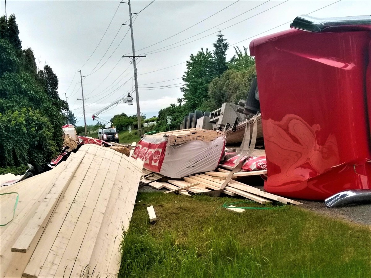 Scene of semi-truck rollover on Badger Road (May 12, 2021) Photo: Dave Brumbaugh