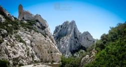 """Parte do caminho """"asfaltado"""". Você verá muita gente escalando essas montanhas."""