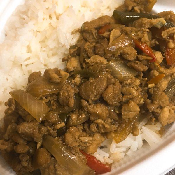 ガパオは言うまでもなく本格派。タイ米と食べることでより一層本格的な食感になります。もちろん辛いですがあまり辛いものが得意ではないエバデリ渋谷支部でも美味しく