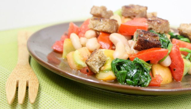 spinach tomato white bean saute with beer bread croutons
