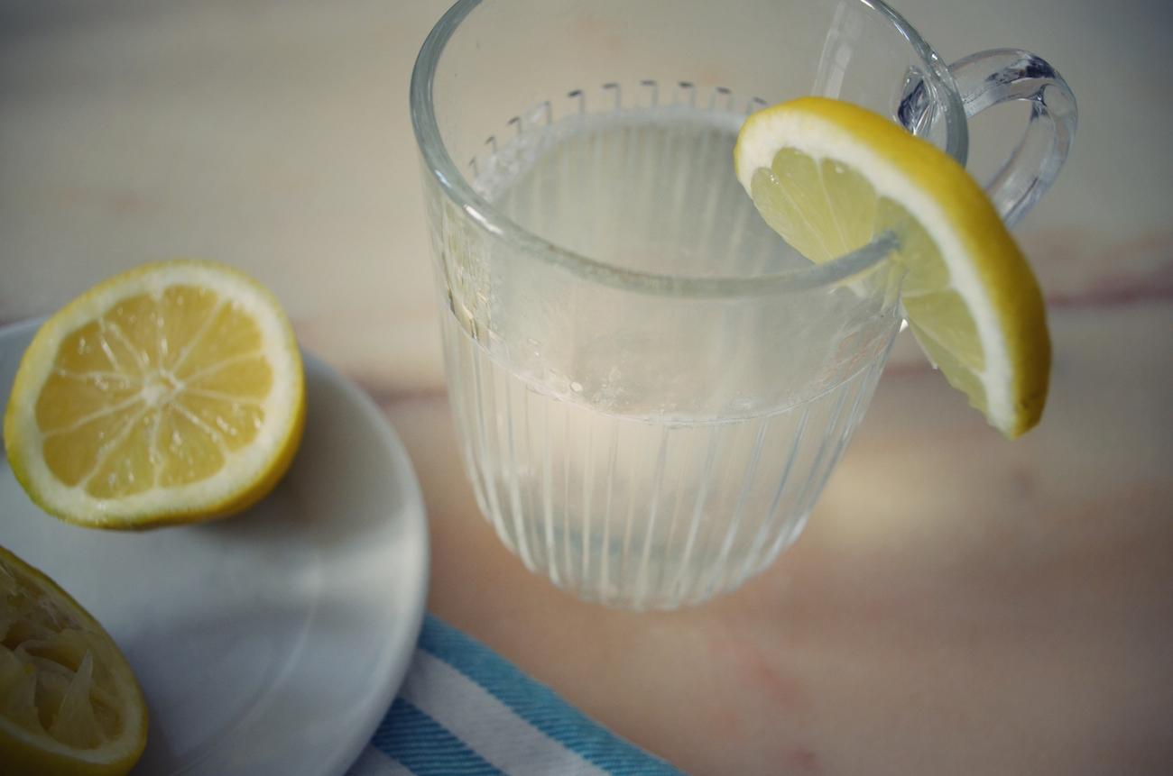 eau chaude citronnée
