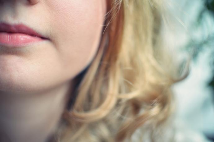 UNE Beauty Breezy Lips Balms