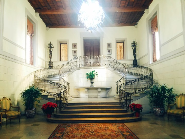 The grand horse shoe shaped staircase as guests enter the front door of Oheka Castle on Long Island