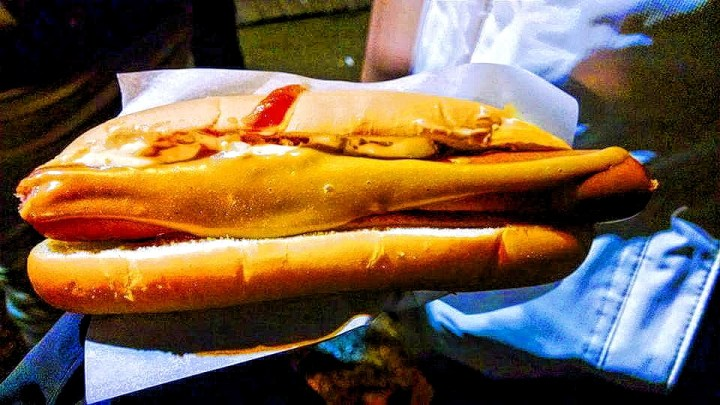 An Icelandic hot dog
