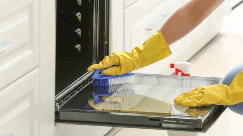 How to Clean the Baking Sheet