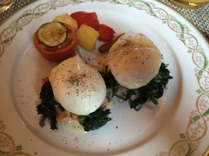 Eggs benedict at il Palagio